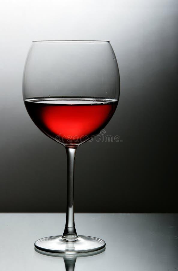 zamkniętej szklanej czerwieni szklany wino fotografia stock