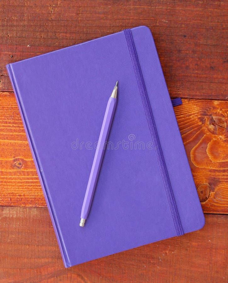 Download Zamknięty Błękitny Notatnik Zdjęcie Stock - Obraz złożonej z strona, stół: 57659330
