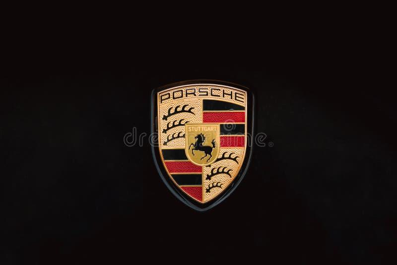 Zamknięty loga logotypu znak Porsche Na Czarnym tle zdjęcia stock