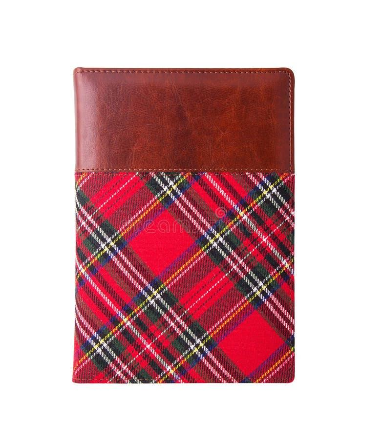 Zamknięty notepad w tkankowej pokrywie Notepad z czerwoną pokrywą Odizolowywający na bielu obraz stock