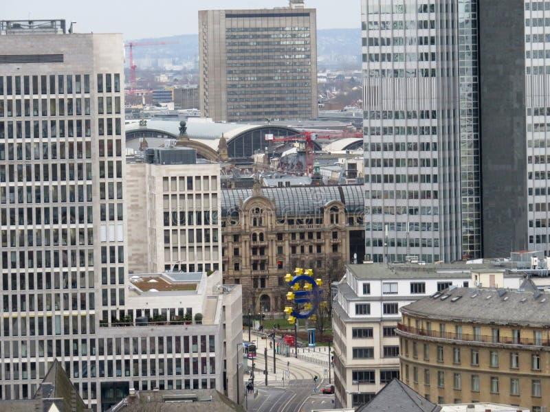 Zamknięty widok na pieniężnym okręgu Frankfurt magistrala w Germany - Am - zdjęcie royalty free