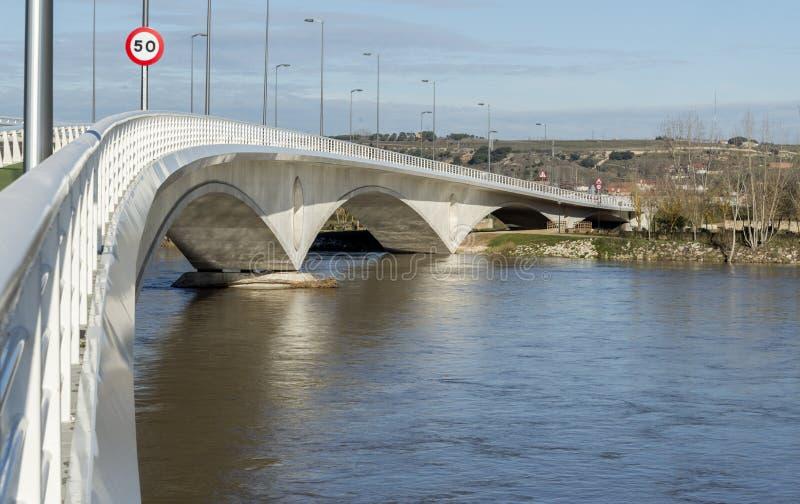 Zamora nieuwe brug stock foto