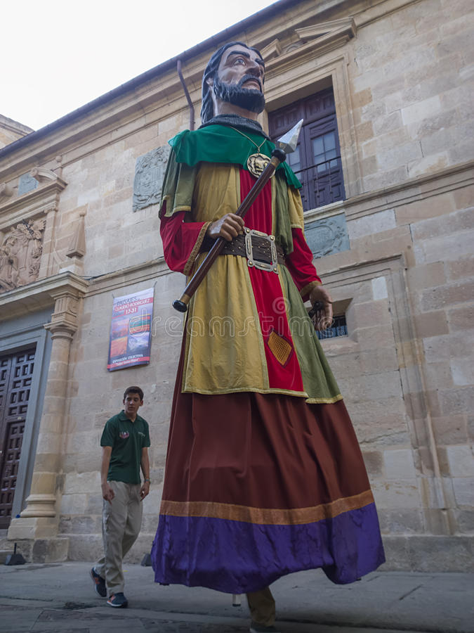 Zamora, Spanien - 29. August 2015: Giants und Großköpfe stockbild