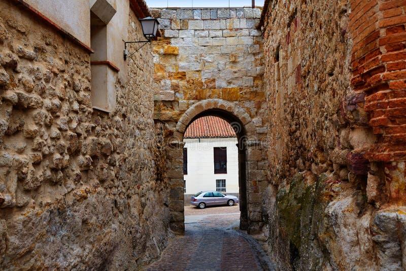 Zamora-Tür von Dona Urraca in Spanien lizenzfreie stockfotografie