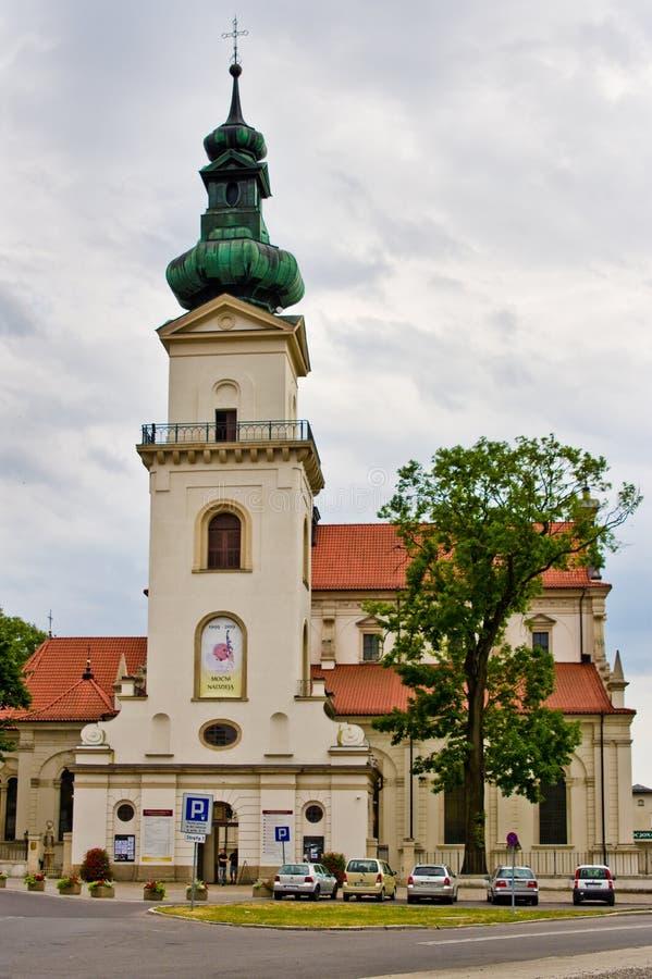 Zamosc Polonia: la iglesia en la ciudad vieja imágenes de archivo libres de regalías