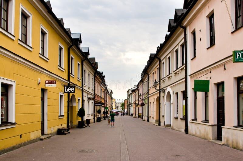 Zamosc Polonia: viejo detalle de los edificios de la ciudad con las columnas características foto de archivo libre de regalías