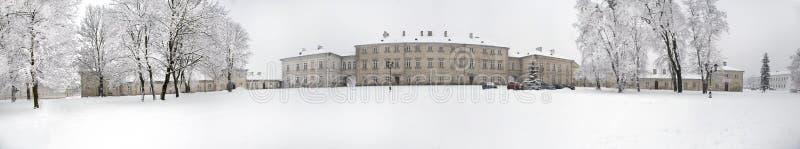 Zamosc - ville de la Renaissance - vue du palais de Zamoyski dans le winte images libres de droits