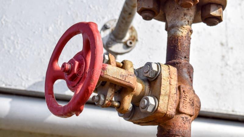 Zamykać klapy na naciska well bieżącym wyposażeniu olej fotografia royalty free