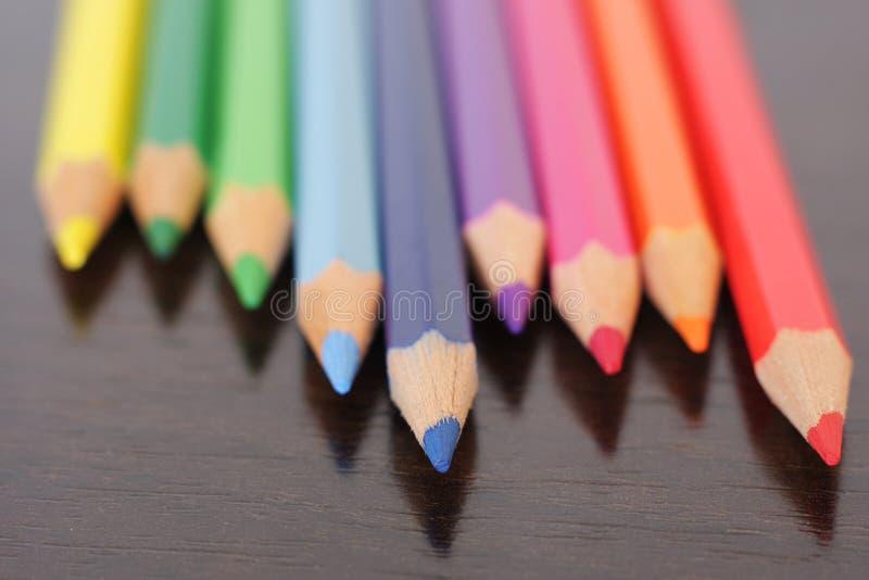 zamyka barwionych ołówki barwiony zdjęcia stock