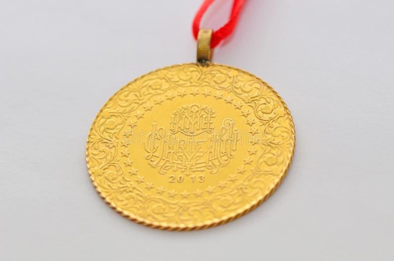 Zamyka do Tureckiej tradycyjnej złocistej monety zdjęcia royalty free