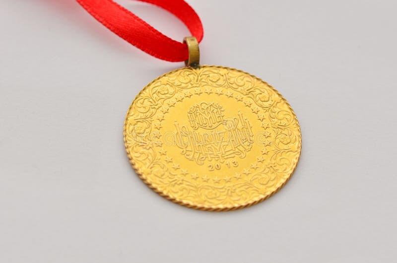 Zamyka do Tureckiej tradycyjnej złocistej monety fotografia royalty free