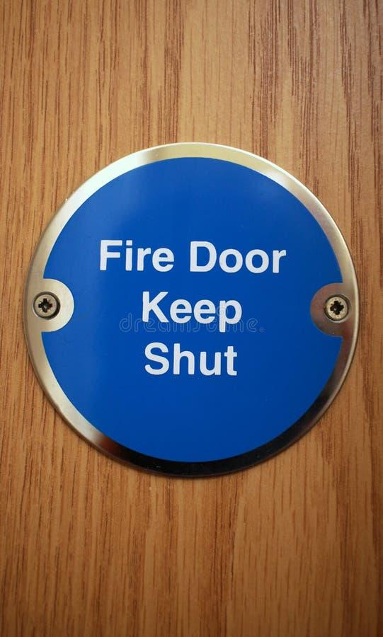Zamyka pożarniczego drzwi zdjęcia stock