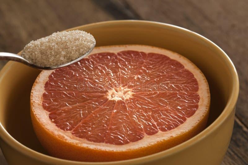 Zamyka up łyżka z cukrowym i grapefruitowym zdjęcie royalty free
