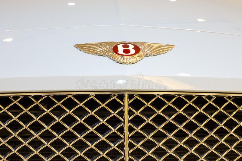 Zamyka up Bentley loga sportowy samochód przy sala wystawową przy Siam Paragon centrum handlowym w Bangkok, Tajlandia obrazy royalty free