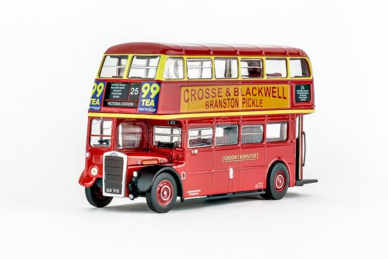 Zamyka up czerwonego klasycznego rocznika autobusu piętrowego Londyński autobus, szalkowy model zdjęcia stock
