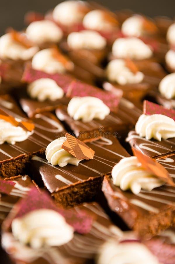 Zamyka up dekoracyjni czekoladowi desery zdjęcia stock