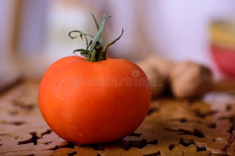 Zamyka up dojrzały czerwony pomidor fotografia stock