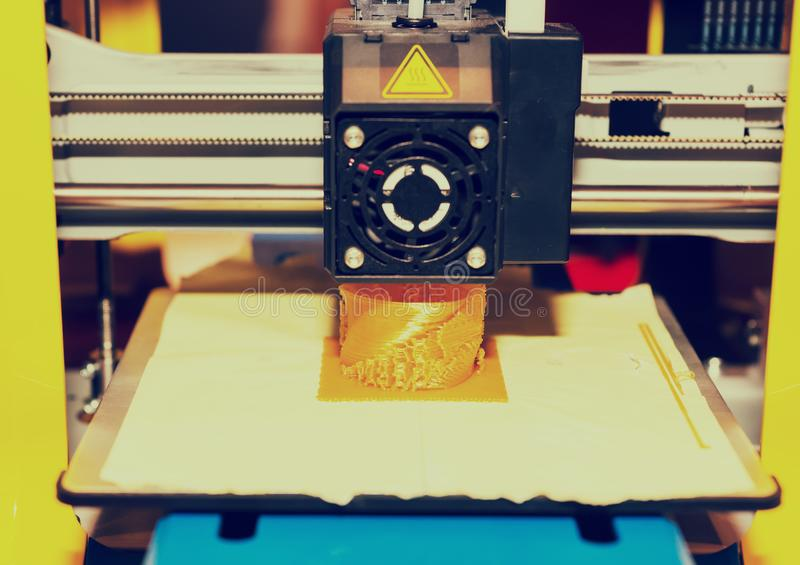 Zamyka up drukowa maszyna podczas druku obraz royalty free