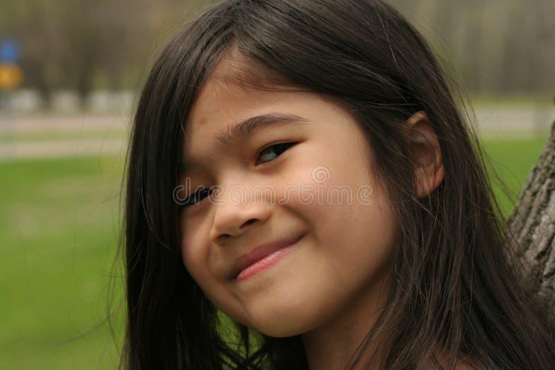 Zamyka up dziewczyna z ślicznym uśmiechem zdjęcia royalty free