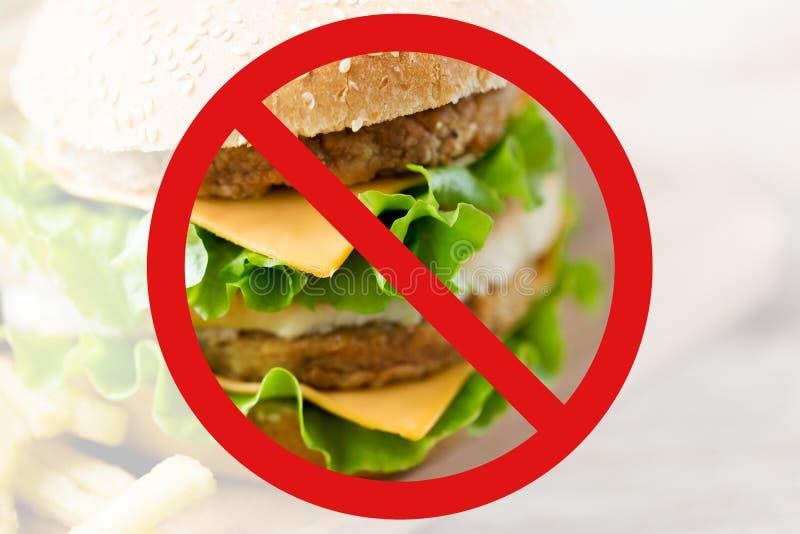 Zamyka up hamburger za żadny symbolem obraz stock