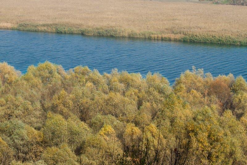 Zamyka up jesieni rzeka zdjęcia stock