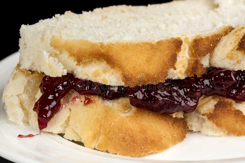 Zamyka up kanapka robić masło orzechowe i galareta zdjęcie royalty free