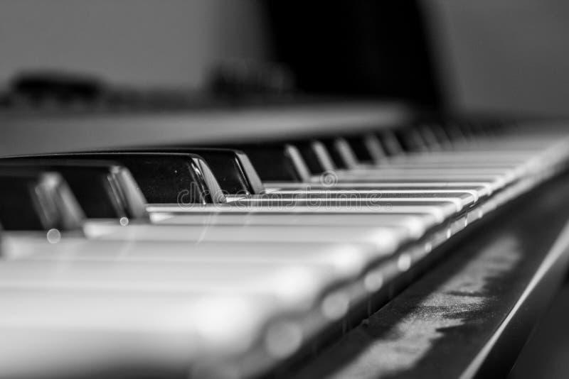 Zamyka up klucze na klawiaturze - pianino obraz stock