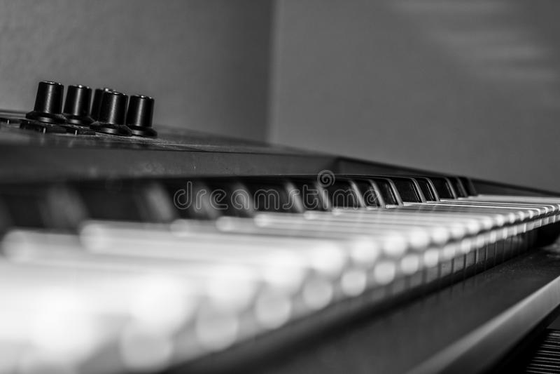 Zamyka up klucze na klawiaturze - pianino zdjęcie royalty free