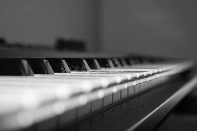 Zamyka up klucze na klawiaturze - pianino zdjęcia royalty free