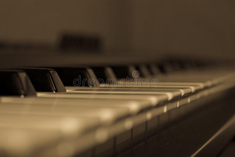 Zamyka up klucze na klawiaturze - pianino obrazy royalty free