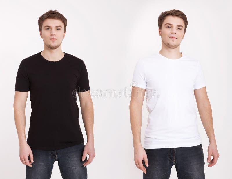 Zamyka up mężczyzna w pustej czarny i biały koszulce odizolowywającej na białym tle Odbitkowa przestrzeń up i egzamin próbny fotografia stock