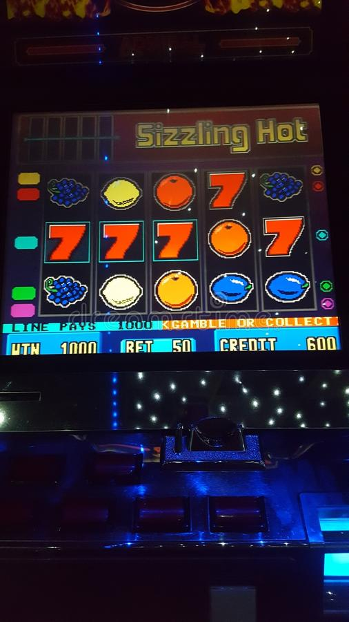 Zamyka up owocowy automat do gier zdjęcia royalty free