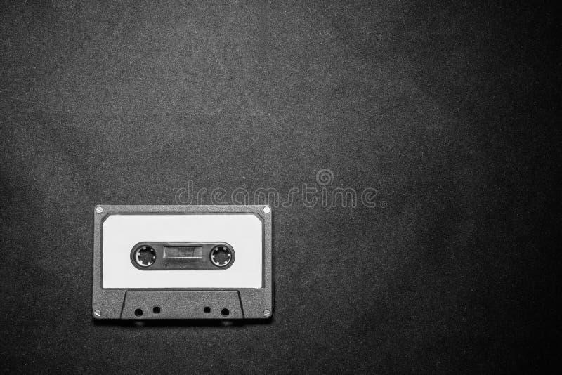 Zamyka up retro rocznik audio kasety taśma na czarnym tle obraz stock
