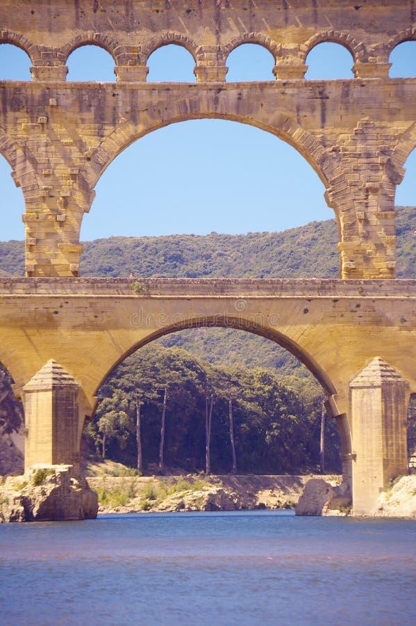 Zamyka up Rzeczny Gard du Gard i Pont, Nimes, Francja zdjęcie stock
