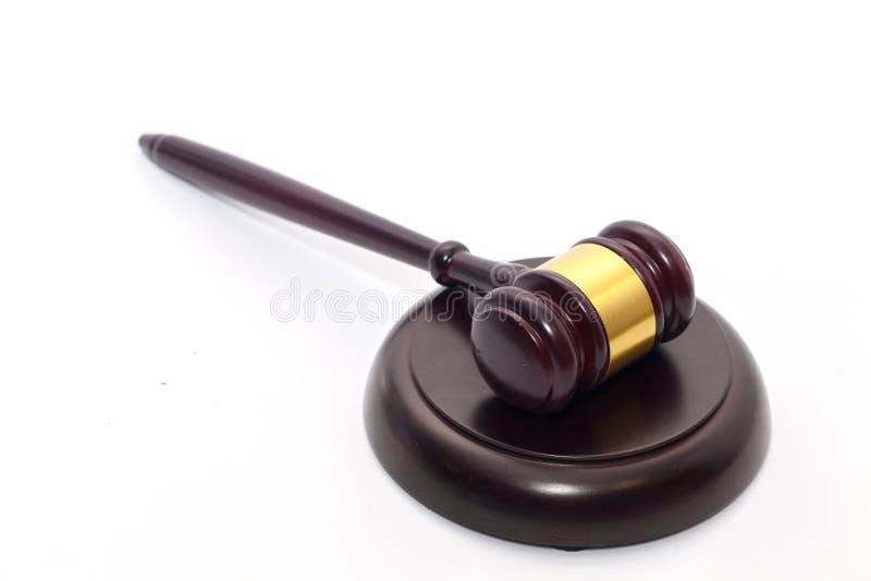 Zamyka up sędziego młoteczek na bielu zdjęcia royalty free