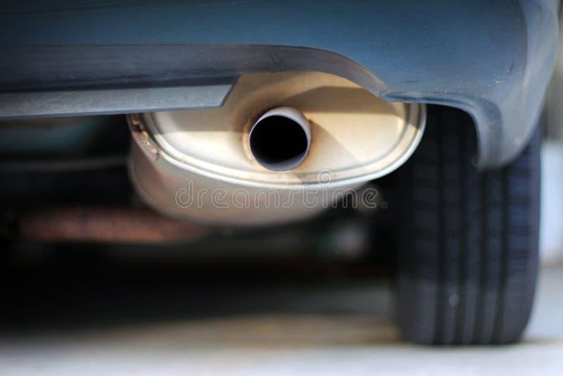 Zamyka up samochodowy wydmuchowy muffler obrazy royalty free