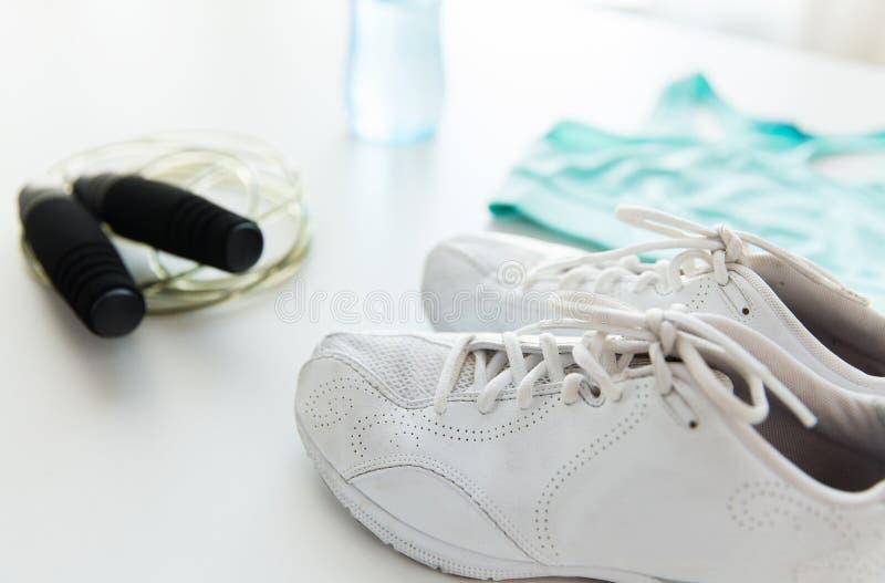 Zamyka up sportswear, omijający arkanę i butelkę fotografia royalty free