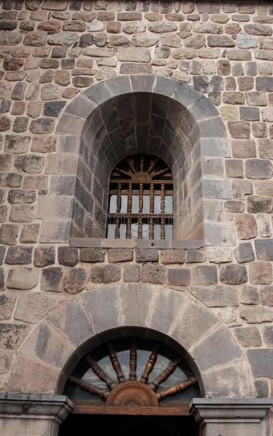 Zamyka up stara kościół katolicki fasada w Cuzco Peru obraz stock
