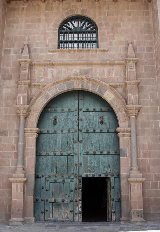 Zamyka up stara kościół katolicki fasada w Cuzco Peru fotografia stock