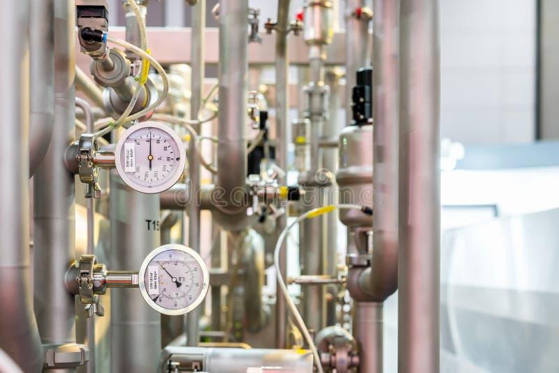 Zamyka w górę duża precyzja przemysłowego ciśnieniowego wymiernika dla wodnego nagrzewacza parowego bojleru temperaturowego syste obraz royalty free