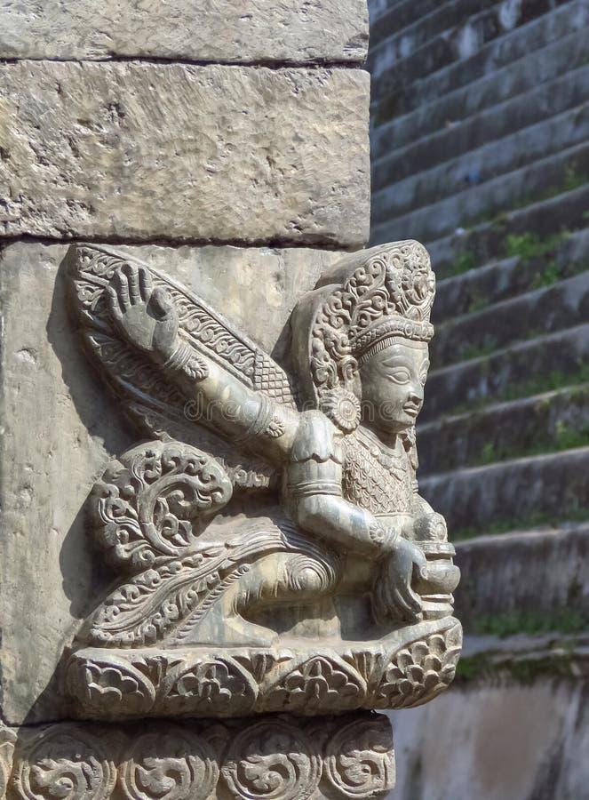 Zamyka w górę Hinduskiego kamiennego cyzelowania przy Pashupatinath świątynnym kompleksem, Kathmandu, Nepal zdjęcia stock