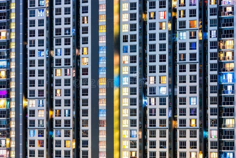 Zamyka w górę architektury tła highrise kondominium budynek zdjęcie stock