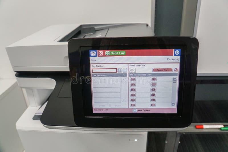 Zamyka w górę dotyka ekranu biurowa drukarka na faksie fotografia stock