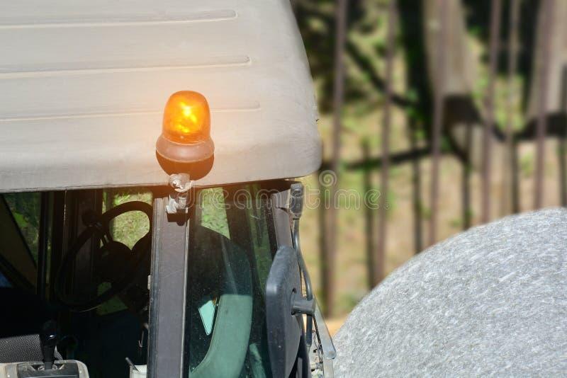 Zamyka w górę drogowego utrzymania samochodowej kabiny z migaczem Transport rozdziela pojęcie, ostrzeżenie, zbawcza inżynieria, o zdjęcia stock