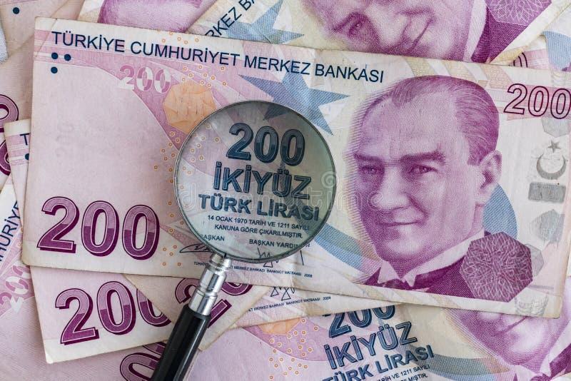 Zamyka w górę dwieście tureckiego lira banknotów w cyrkulacji zdjęcia stock