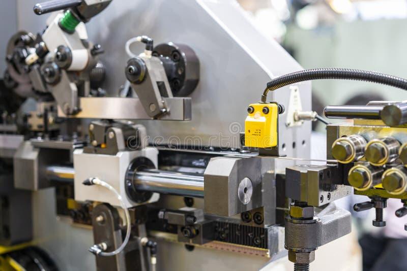 Zamyka w górę elektronicznego czujnika dla inspekcji & kontroli metalu prześcieradła wielocelowy chylenie, ciągły automatycznej i obraz stock