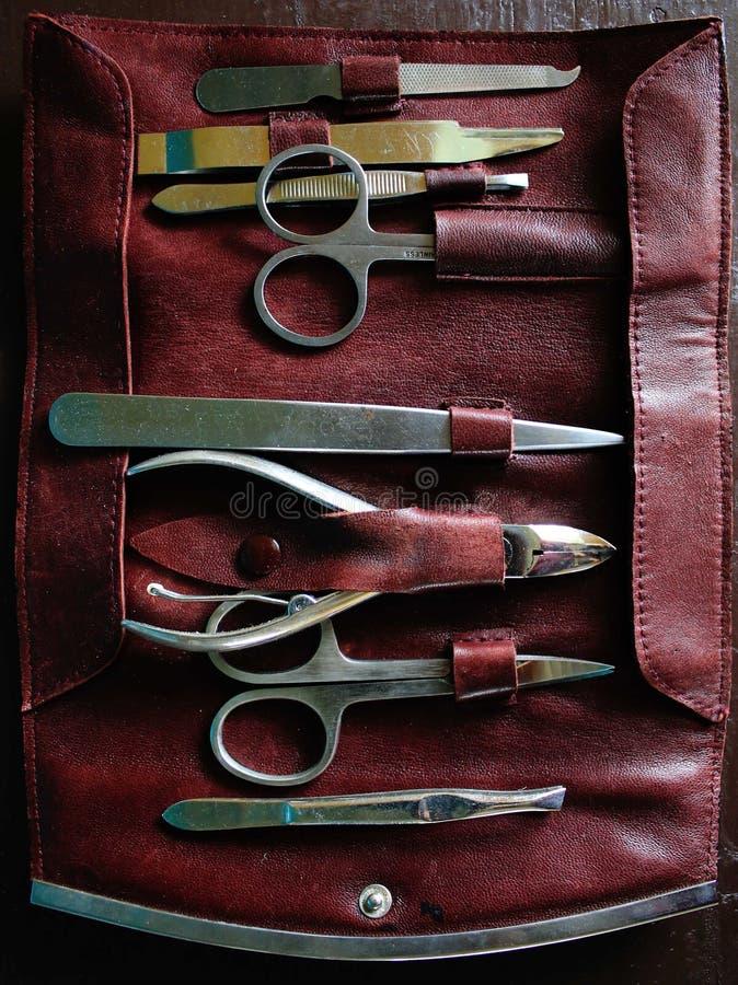 Zamyka w górę foldable skóry, zmrok - czerwony manicure'u set obraz stock