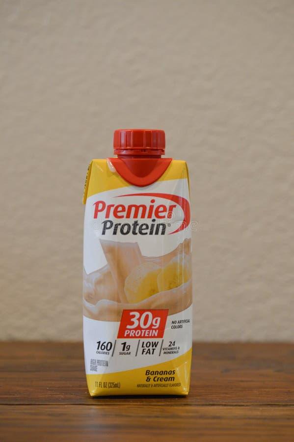 Zamyka w górę fotografii bananowy i kremowy proteinowy diety potrząśnięcie obraz stock