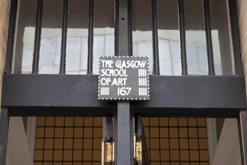 Zamyka w górę fotografii wejście przy Glasgow szkołą sztuka budynek, Glasgow UK, projektujący Charles Rennie Mackintosh fotografia royalty free