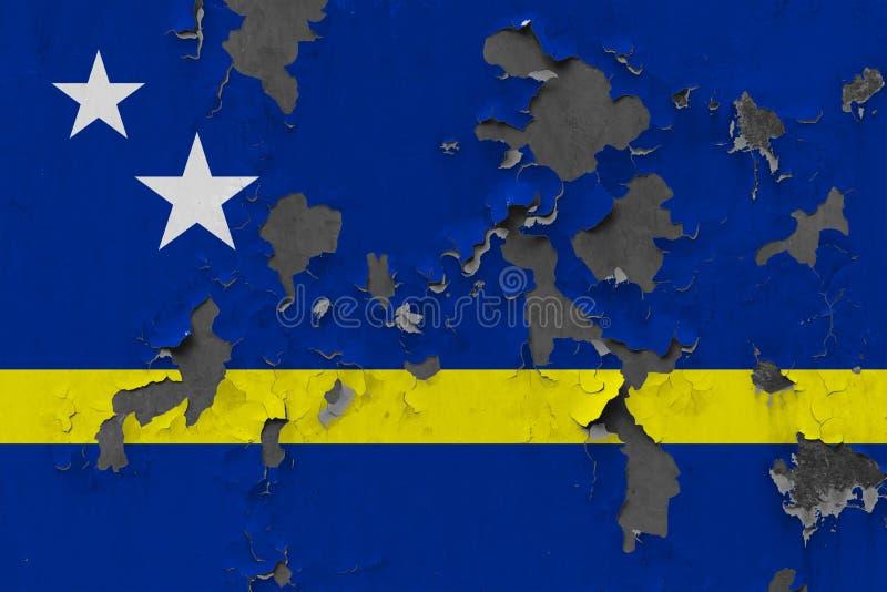 Zamyka w górę grungy, uszkadzającej i wietrzejącej Curacao flagi na ścianie struga daleko farbę widzieć wśrodku powierzchni, obraz royalty free